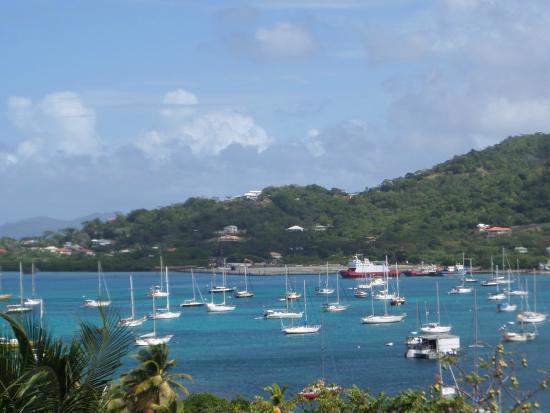 Ceci est Tyrrel Bay dans l'ile de  Carriacou aux Grenadines, un mouillage d'exception, une grande convivialité, un accueil qui favorisent les rencontres. inoubliable présence, avec des souvenir ineffaçables